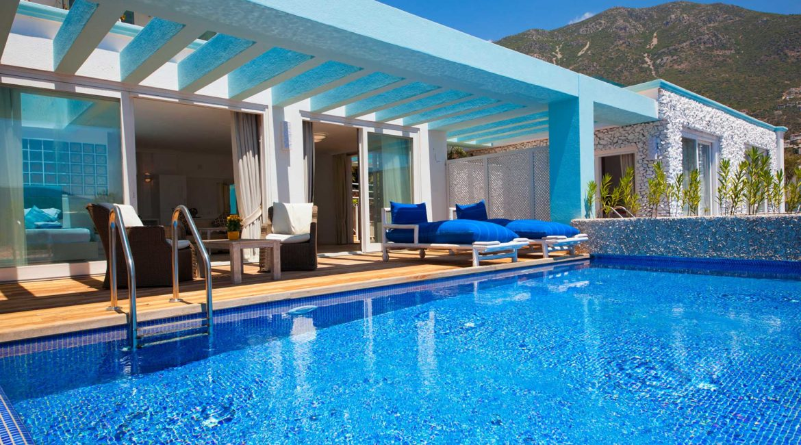 Pool and terrace of 601