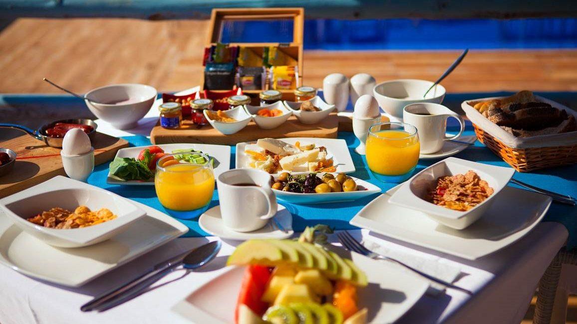 Breakfast at the Asfiya