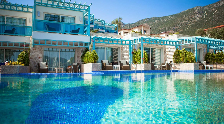 Main pool and swim up rooms