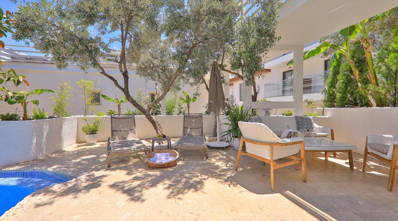 Terrace and garden of garden suite