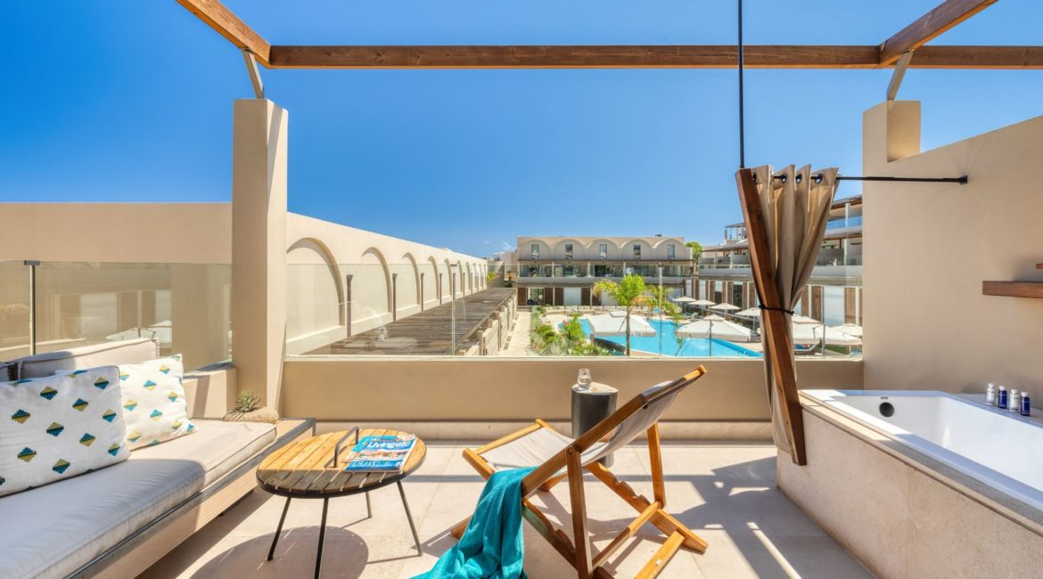 Wellness Loft Suite, Pool View with Outdoor Jacuzzi terrace