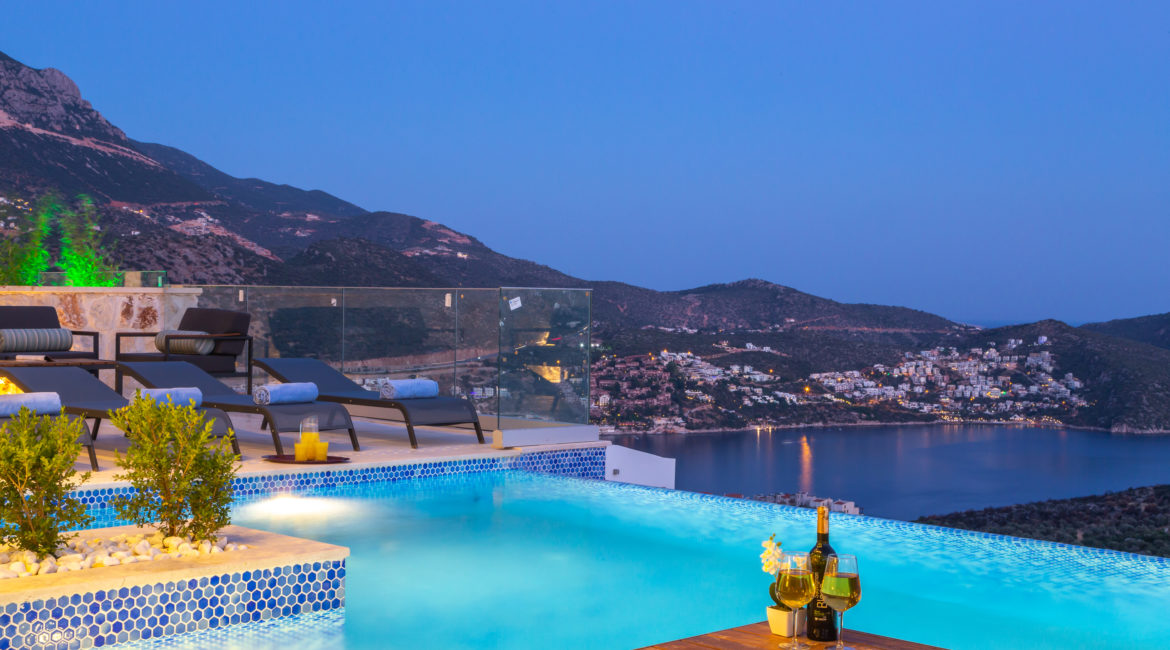 BeaBeautiful pool and views from Villa Marvelutiful pool and views from Villa Marvel