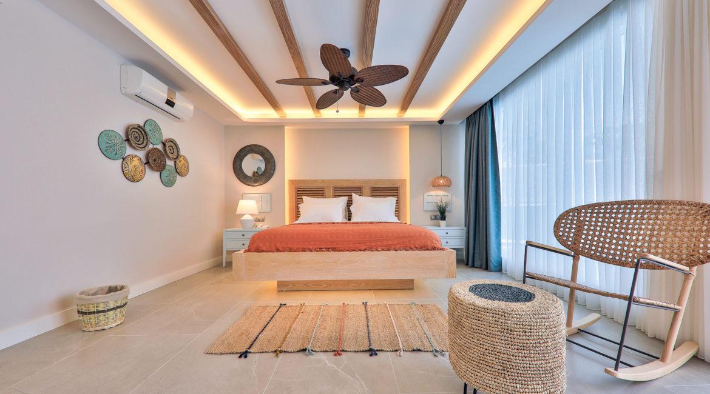 Garden pool suite double bedroom with doors to pool