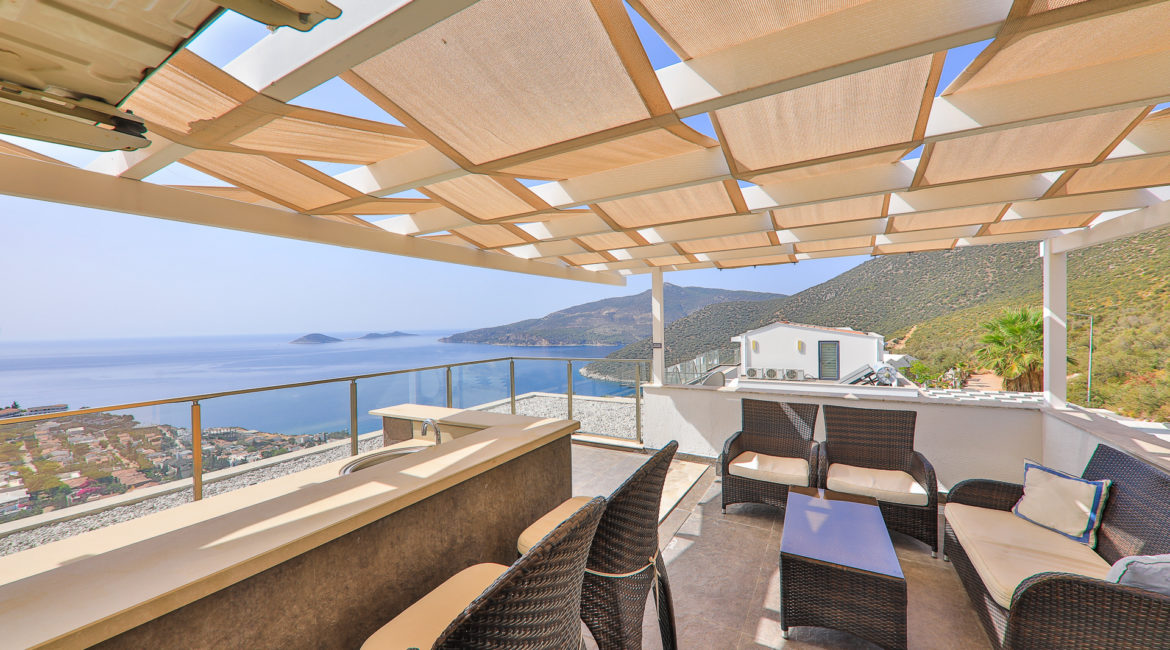 Lounge in the shade with magnificent views