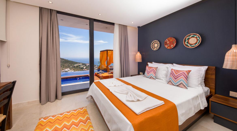 Villa Shine downstairs double bedroom