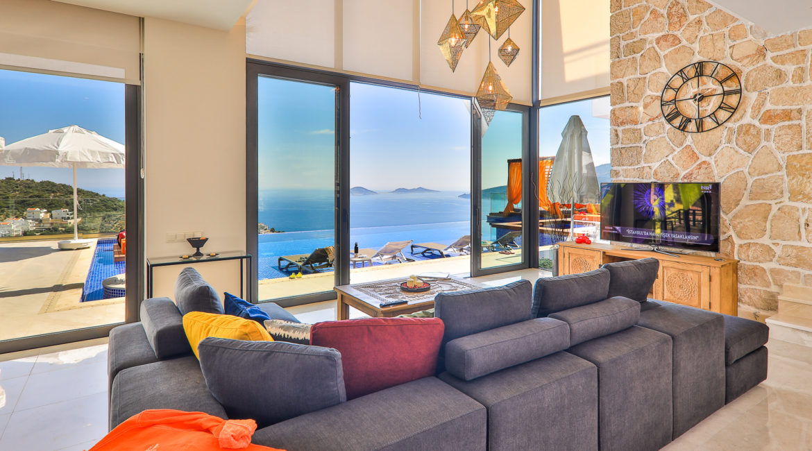 Villa Shine gorgeous sea views from the living room