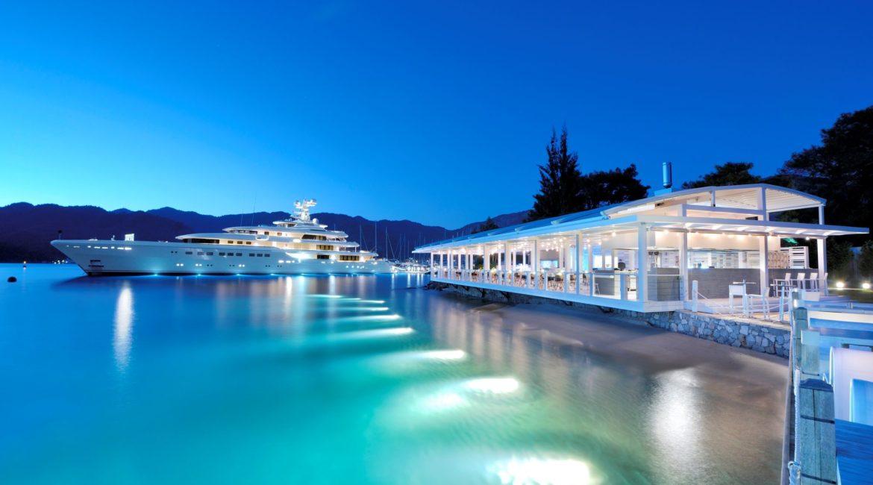 D Resort - The Breeze restaurant