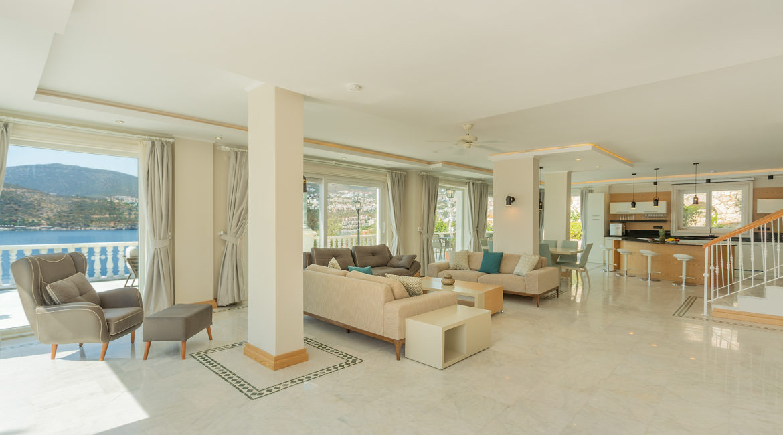 Mavi Koy - Open plan living area with fantastic views
