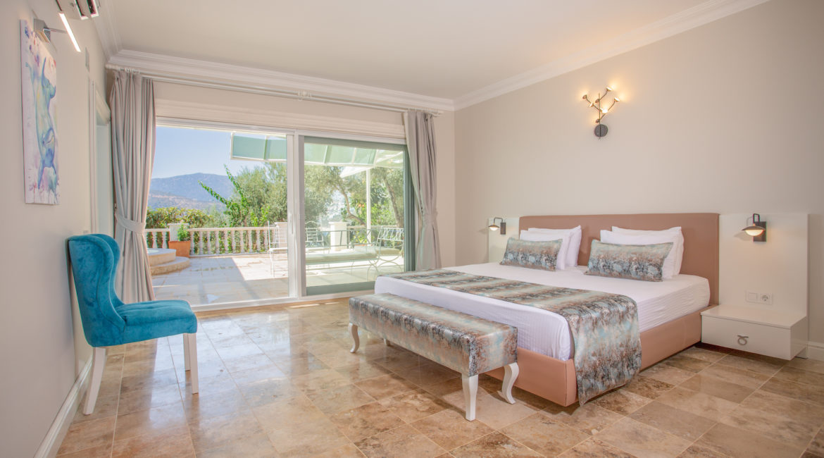 Room 4 - Double with shared terrace