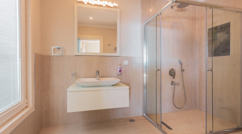 Room 5 - En-suite shower room