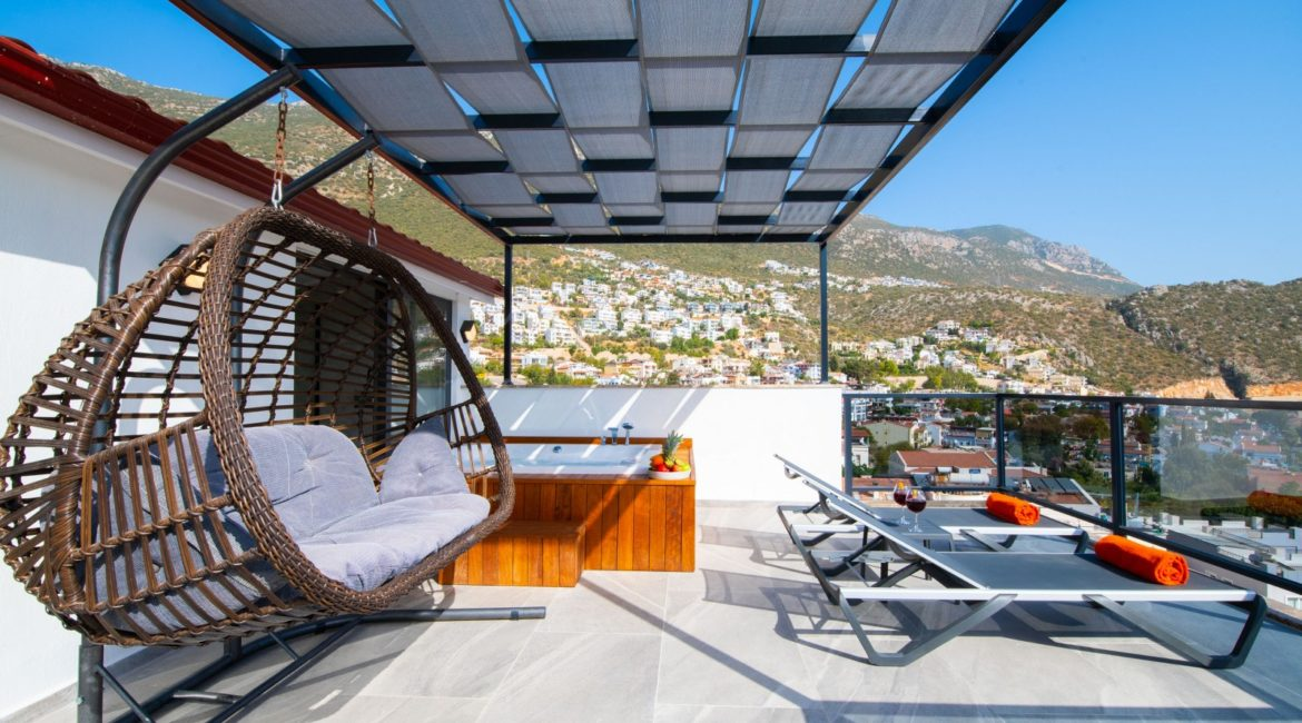 Villa Gulay - top floor double with Jacuzzi