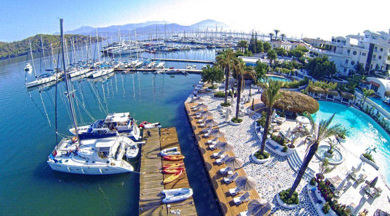 Yacht Classic marina and pool