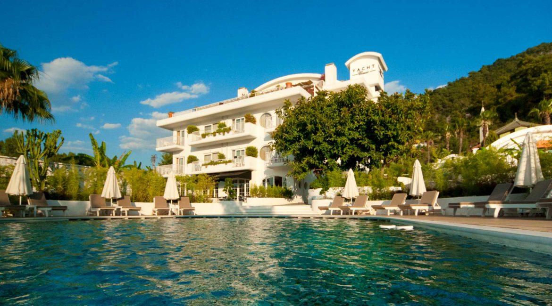 Yacht Classic pool