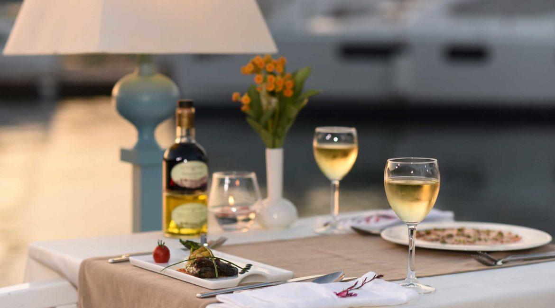 Yacht Classic dining