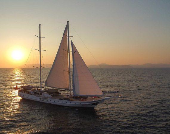Seyhan Hanna with sails up