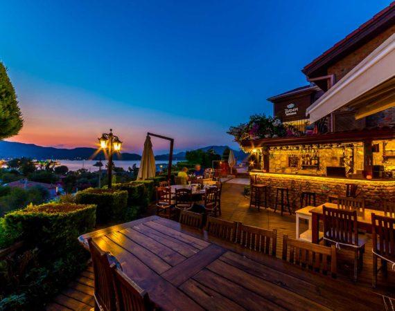 BademTatil Evi bar with sea views