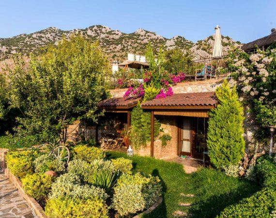 Badem Tatil Evi garden rooms