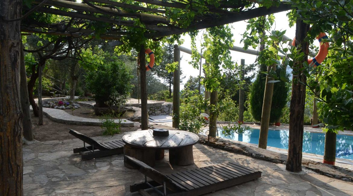 Chalet Vista pool and gardens