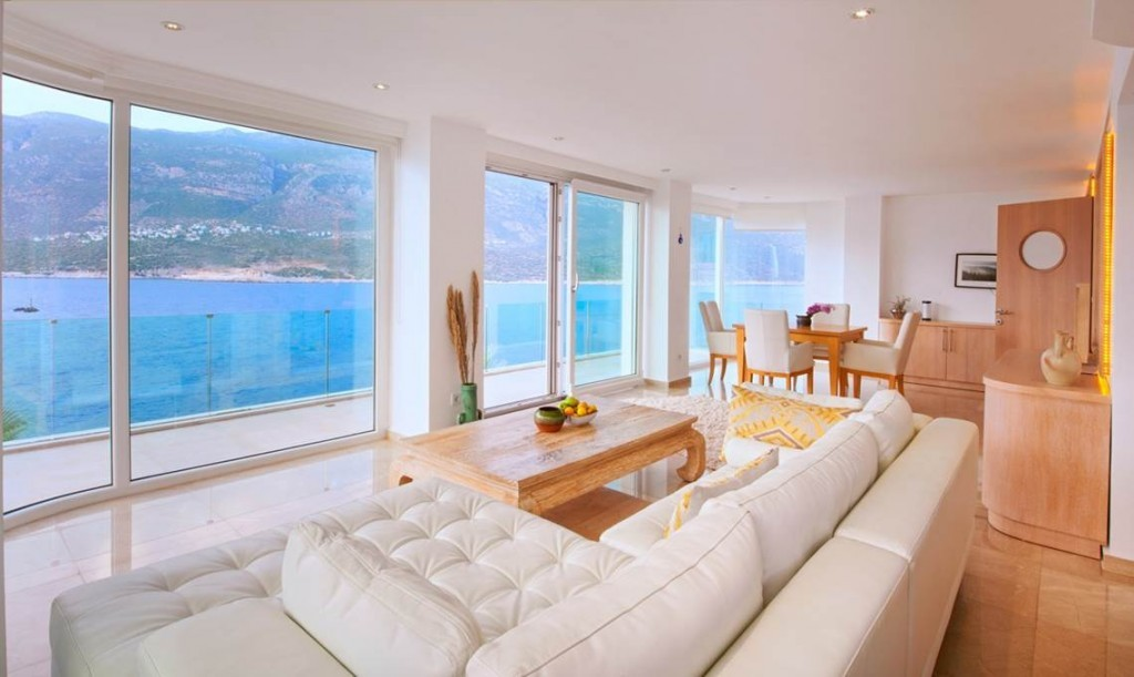 Deniz Feneri pool house lounge