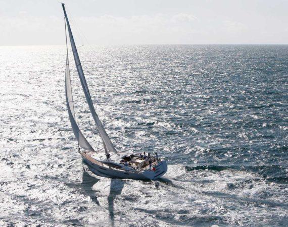 Jeannous under sail