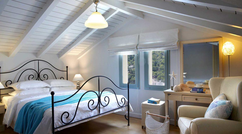 Villa Akrogialli Braunis Horio Villas double bedroom