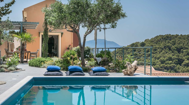 Villa Eleni Braunis Horio shaded sun terrace and pool
