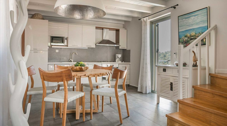 Villa Eleni Braunis Horio kitchen and dining room