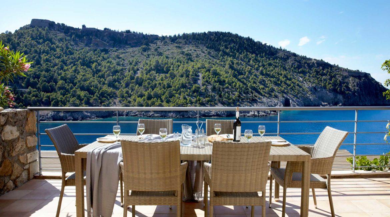 Villa Maistralli Braunis Horio outside dining with sea views