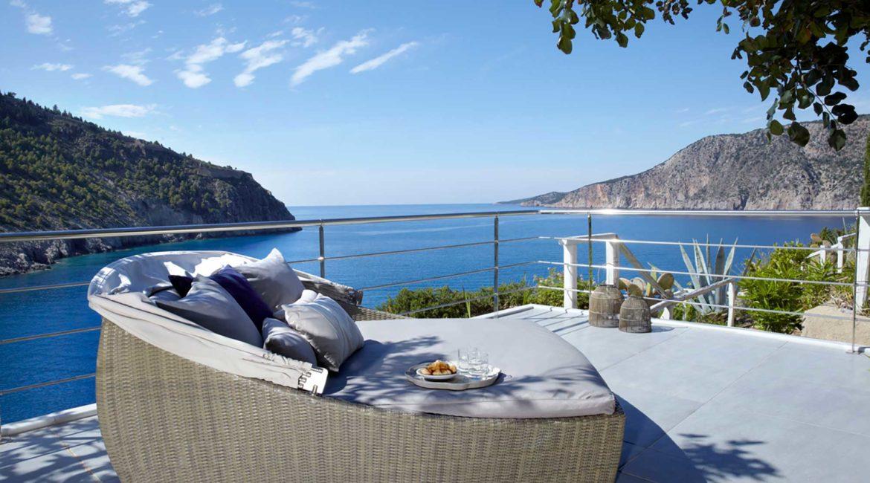 Villa Maistralli Braunis Horio sunbed on the terrace