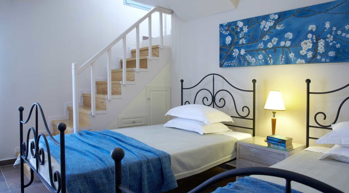 Villa Thea Braunis Horio twin bedded room