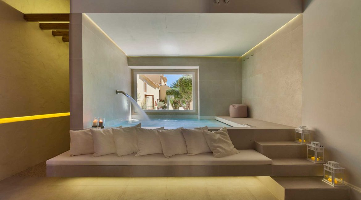 Spa and indoor pool at the Hotel Caiammari