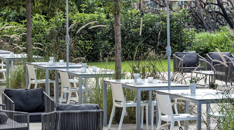 Ramo D'Aria poolside dining