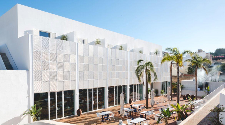 Casa mae's impressive design and terrace