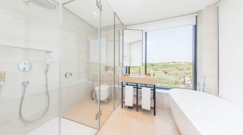 Praia Verde bathroom and shower