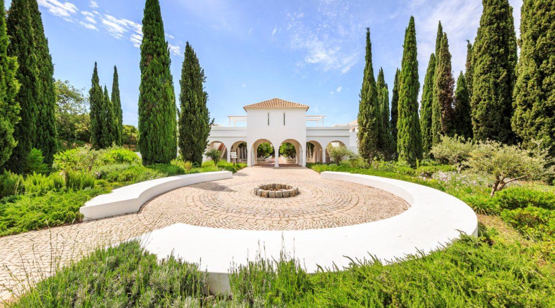 Vila Monte Farmhouse Entrance