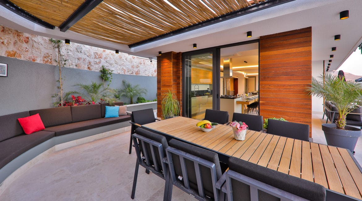 Villa Dream outside dining with ottoman seating