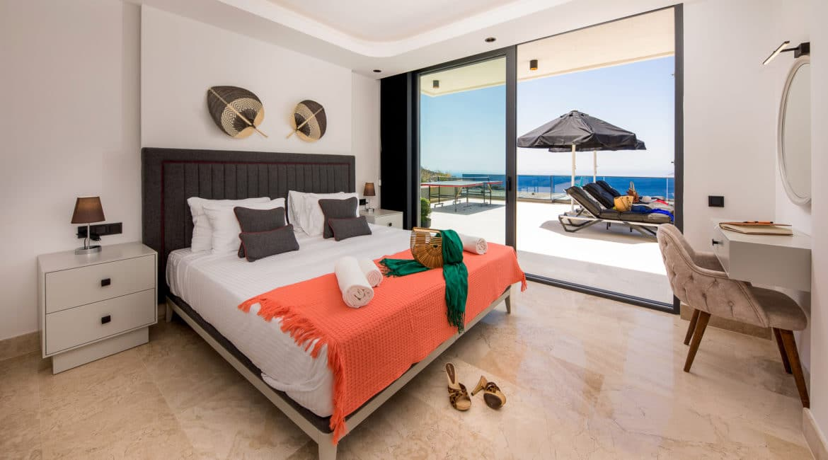 Villa Nymphe double bedroom with balcony and sea views