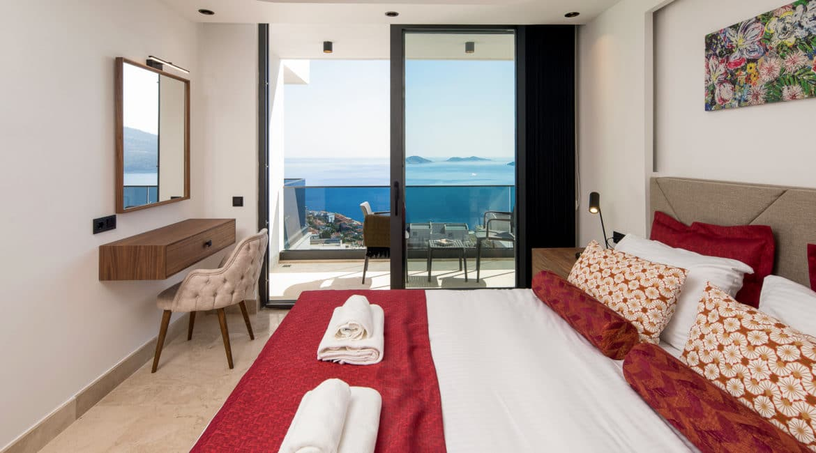 Villa Sweet double bedroom with balcony and views