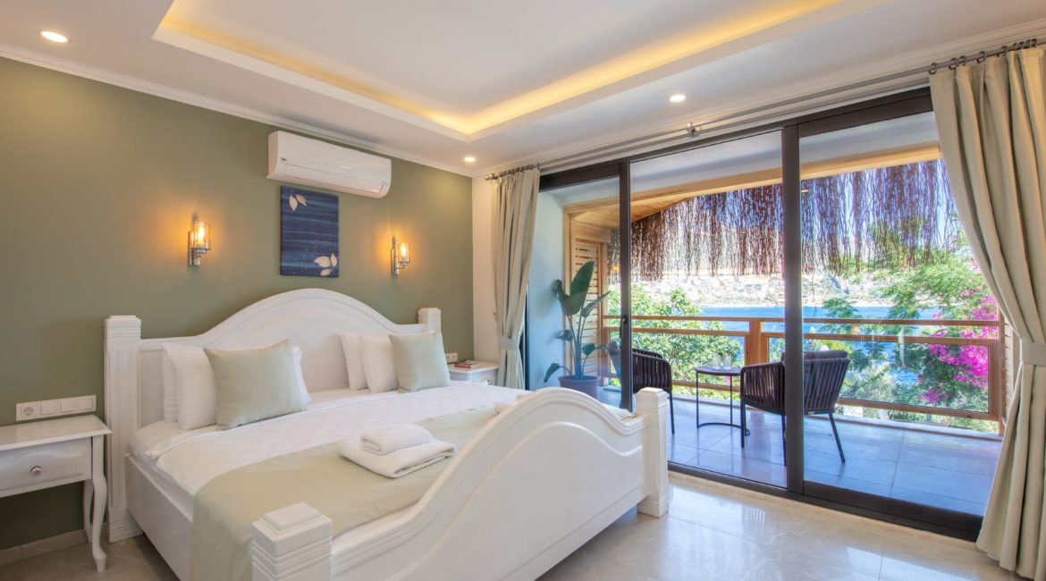 Aperlae Double Bedroom with Balcony and Sea Views