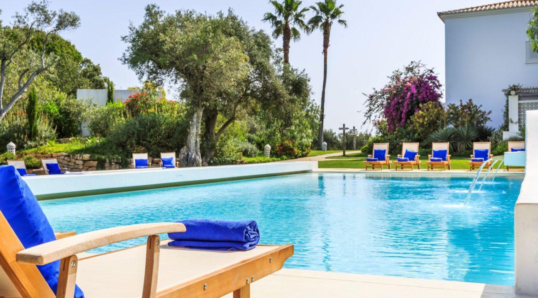Vila Monte Farmhouse outdoor pool