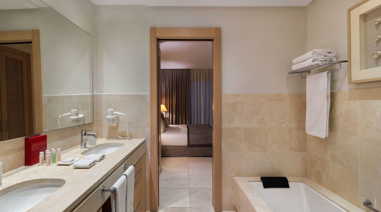La Terrazas De Abama Suites 3 bedroom bathroom