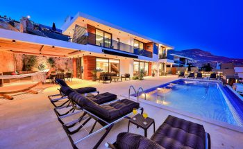 Villa Nymphe sunbeds and pool terrace